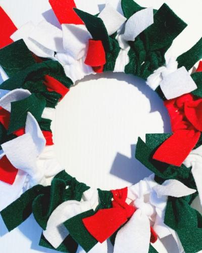Felt Christmas Wreath Preschool Craft for Kids- ThatKidsCraftSite.com