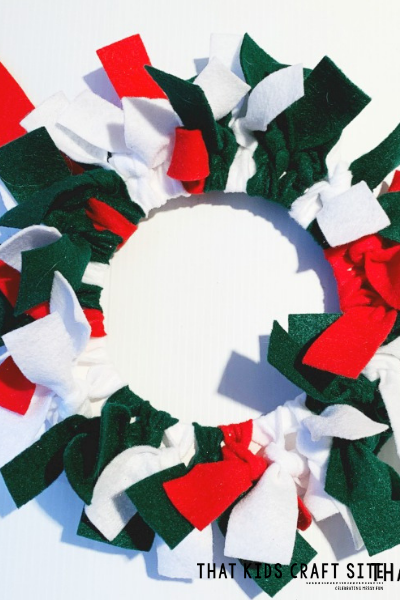 Felt Christmas Wreath Preschool Craft for Kids- ThatKidsCraftSite.com