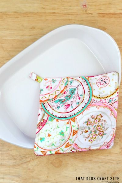 DIY Pot Holders Tutorial - An Easy Sewing Craft for Tweens and Teens - ThatKidsCraftSite.com