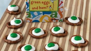 Green Eggs Pretzel Bites – Easy Dr Seuss Snack Idea